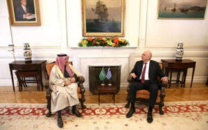 Foreign minister speaks with Saudi counterpart