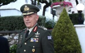 Armed Forces chief visits Lesvos outposts