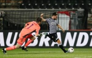 Zifkovic double gives PAOK win over the Reds